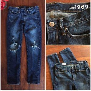 Never worn GAP boyfriend jeans perfect condition